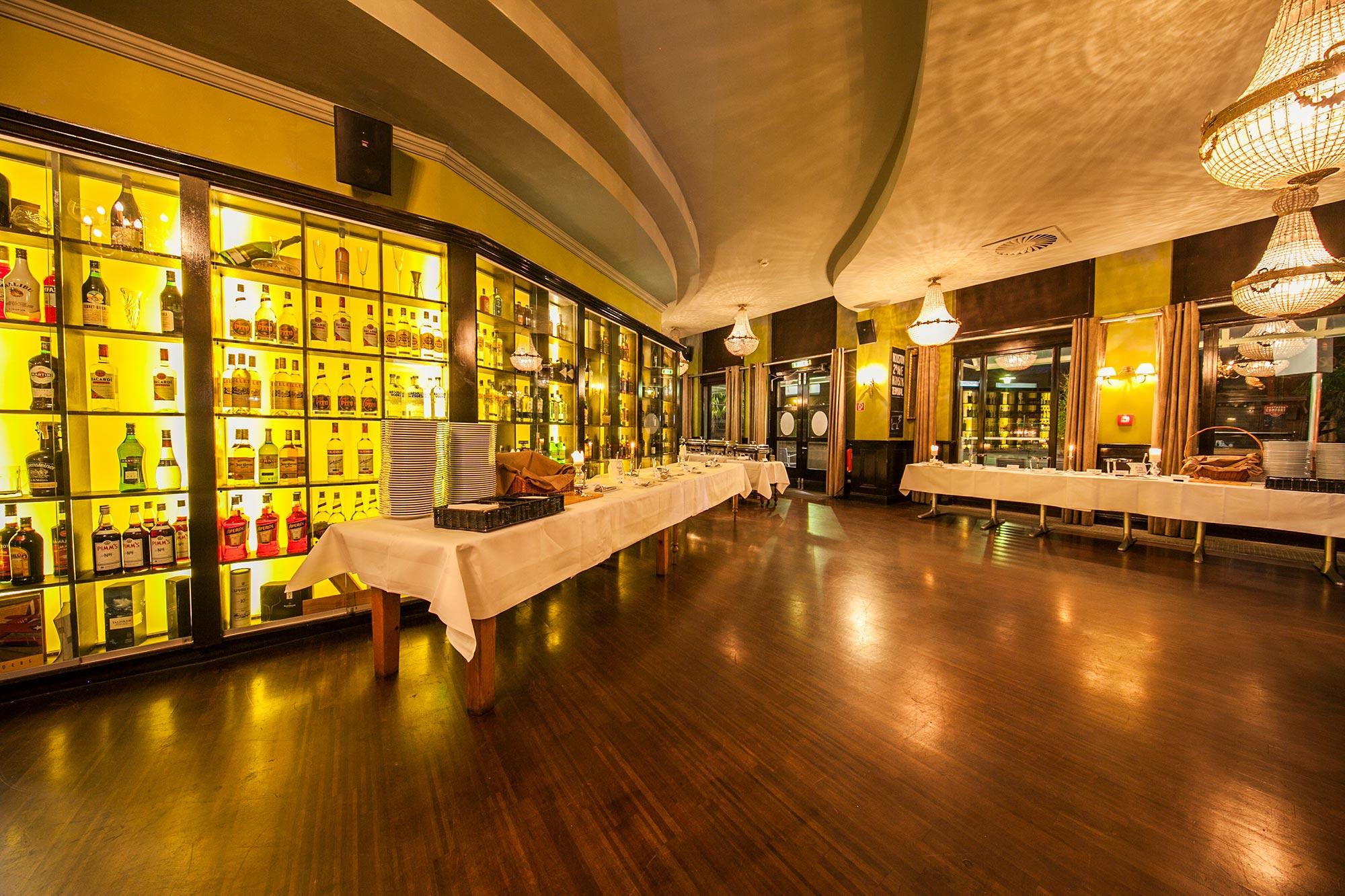 Hudsons metropolitan bar-dining