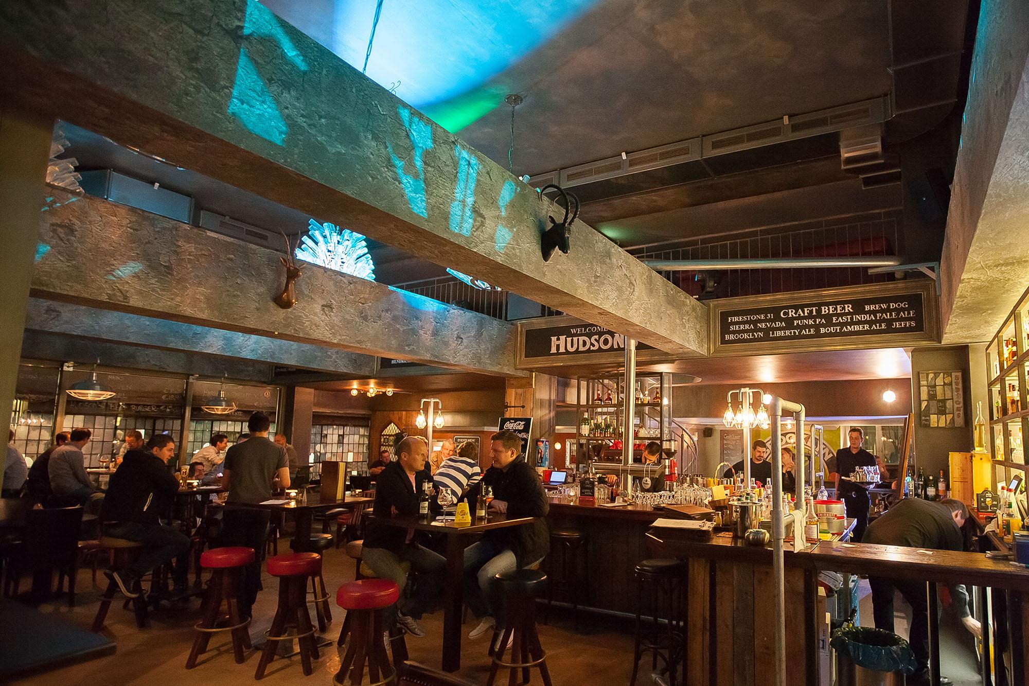 HUDSON'S Metropolitan bar dining
